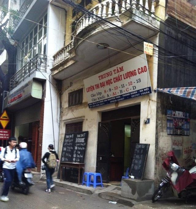 Một lò luyện thi ở phố Nguyễn Trãi (quận Thanh Xuân, Hà Nội). (Ảnh: Q. Huy)