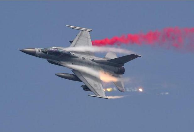 Không quân Hàn Quốc hiện duy trì khoảng 65.000 binh sĩ và 400 máy bay chiến đấu, bao gồm RF-16 (ảnh). (Ảnh: AFP)
