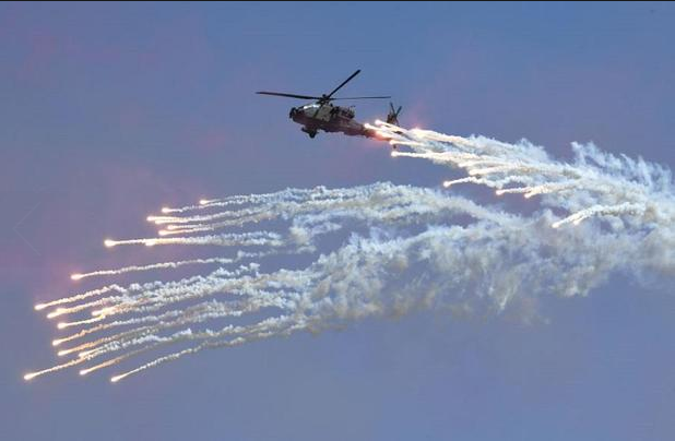 Trực thăng đa nhiệm Lynx là một trong 50 trực thăng do Hải quân Hàn Quốc triển khai. Số lượng binh sĩ của Hải quân Hàn Quốc hiện có khoảng 70.000 người. (Ảnh: AFP)