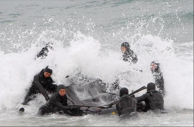 Lực lượng đặc nhiệm của Hải quân Hàn Quốc tập trận ở Donghae. (Ảnh: AFP)