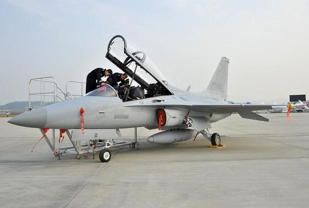 Máy bay chiến đấu FA-50 tại căn cứ không quân Cheongju của Hàn Quốc. Máy bay này được biên chế vào Không quân Hàn Quốc từ năm 2013. (Ảnh: AFP)