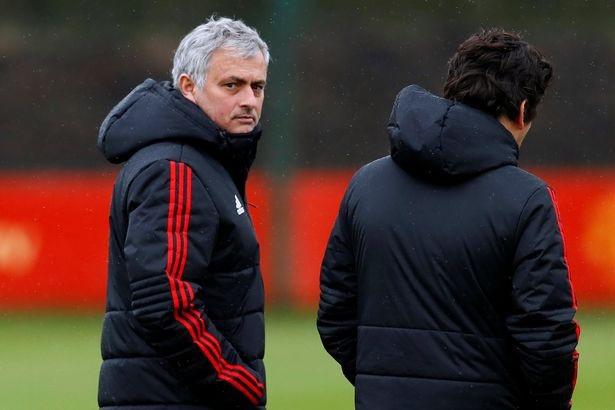 Đêm nay, Mourinho và các học trò sẽ bước vào trận chiến sinh tử với Sevilla