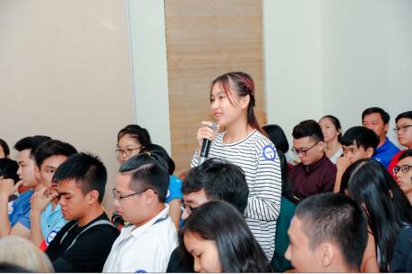 Các bạn trẻ đã được giải đáp cụ thể những vấn đề liên quan đến luyện thi IELTS và kỹ năng săn học bổng