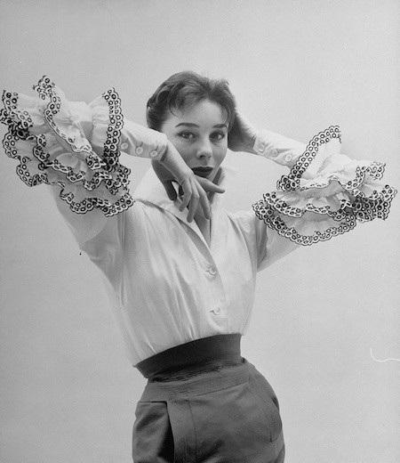 Bettina blouse chính là thành công đầu tiên của Givenchy