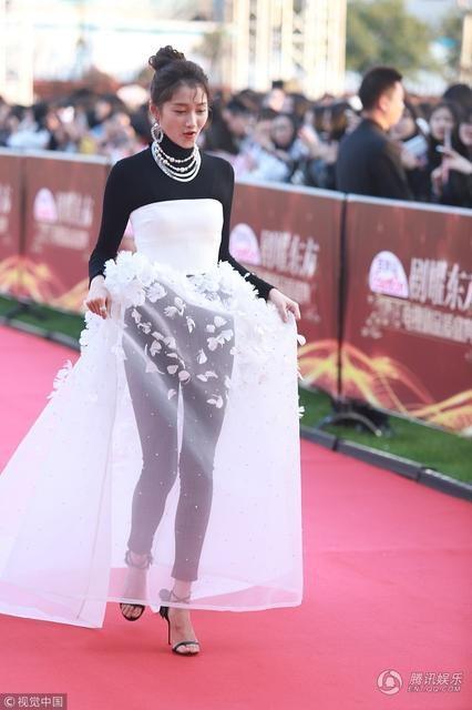 """Dương Mịch được khen xinh như """"công chúa"""" trên thảm đỏ - 12"""