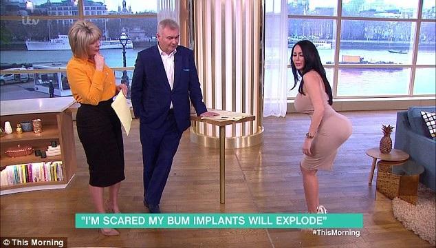"""Star xuất hiện trong chương trình tin tức tổng hợp """"This Morning"""" (Anh) và phải đứng suốt cuộc phỏng vấn bởi cô sợ phải ngồi lâu."""