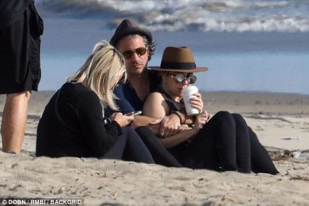 Lady Gaga và bạn trai được cho là đã bí mật đính hôn