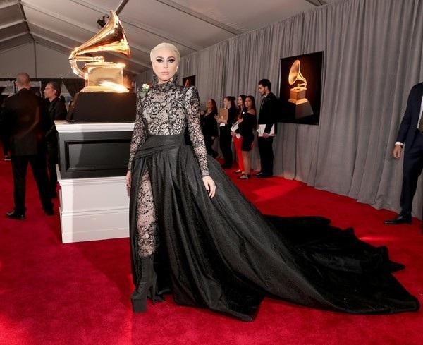 Nữ ca sỹ 31 tuổi chia sẻ sự thất vọng khi phải đưa ra quyết định đáng buồn này và mong gặp lại các fans sớm nhất có thể.