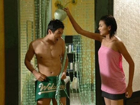 Johnny Trí Nguyễn lãng tử và hài hước khi kết hợp cùng Thanh Hằng trong Nụ hôn thần chết