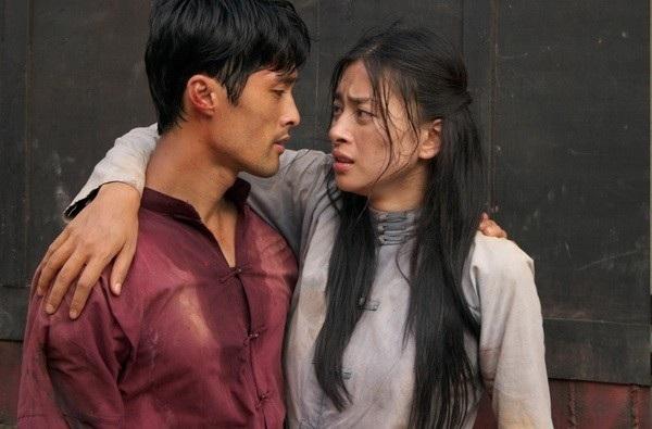 """Bộ phim """"Dòng máu anh hùng"""" kết hợp cùng đả nữ Ngô Thanh Vân đã đưa tên tuổi của Johnny Trí Nguyễn lên hàng ngôi sao trong dòng phim võ thuật hành động."""