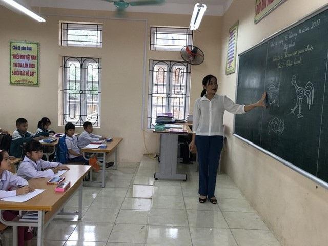 Vấn đề tăng lương cho nhà giáo sẽ không được đề cập trong dự thảo luật. (Ảnh minh họa)