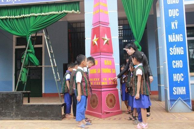 Cột cờ chủ quyền được dựng để giáo dục học sinh