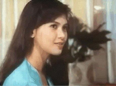 Lê Hồng Thủy Tiên sinh ra tại Hà Nội vào năm 1970.
