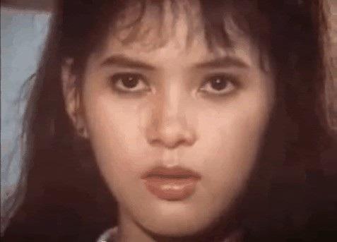 Từ ánh mắt sáng, chiếc mũi cao và đôi môi căng mọng đều toát lên vẻ đẹp của một trong tứ đại mỹ nhân thời bấy giờ (gồm Việt Trinh, Diễm Hương, Thủy Tiên, Diễm My).