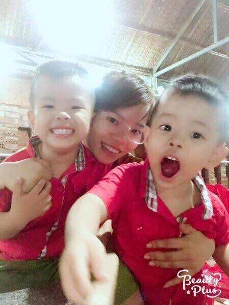 Hai bé sinh đôi của Hương, các con nay hơn 3 tuổi.