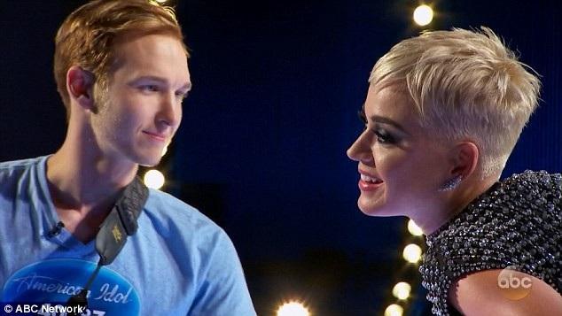 Khi thí sinh Benjamin Glaze tiết lộ với ban giám khảo rằng cậu chưa từng hôn ai trước đây, Katy Perry đã yêu cầu Benjamin bước lại bàn giám khảo.