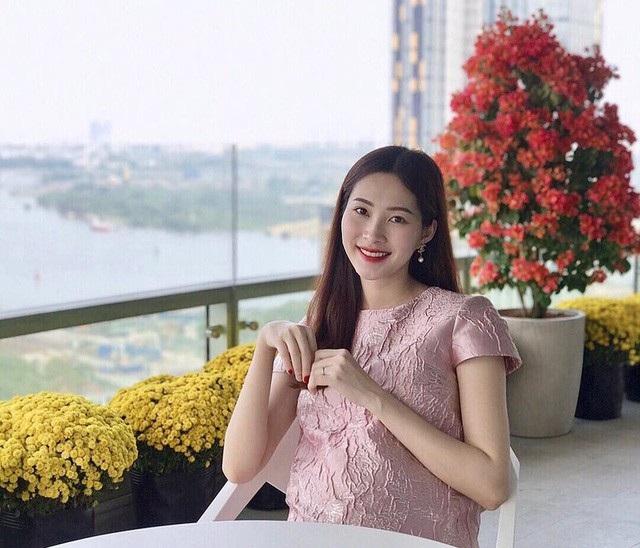 Đại diện của Hoa hậu Việt Nam 2012 Đặng Thu Thảo xác nhận thông tin cô đã có tin vui sau một thời gian kết hôn với doanh nhân Trung Tín. Chồng cô cũng dành nhiều thời gian để chăm sóc cho vợ trong thời kỳ mang thai. Nhiều người khen ngợi sự tươi trẻ, đầy sức sống của Đặng Thu Thảo khi có con.