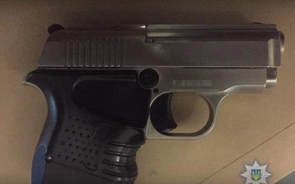 Khẩu súng mà thủ phạm sử dụng để bắn chết nạn nhân