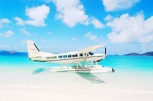 Đôi lúc, anh sẽ ngồi trên thủy phi cơ (Seaplane), thưởng thức cảnh đẹp của rặng san hô Great Barrier