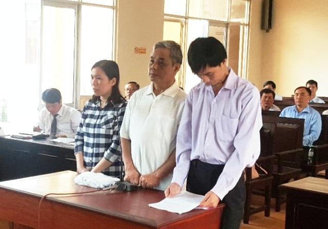 Các bị cáo Út, Dũng và Đoàn tại phiên tòa.