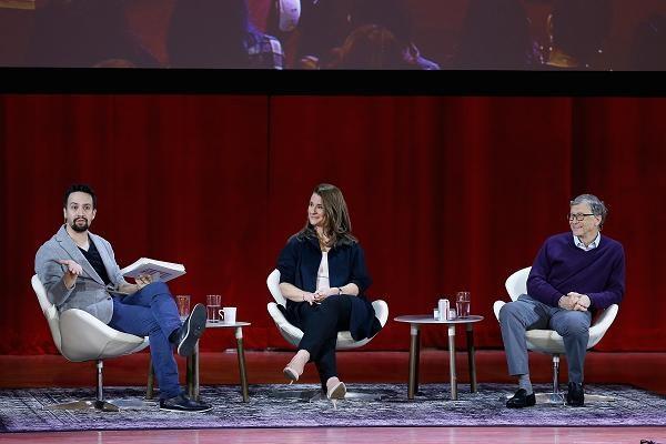 Bill Gates trong buổi tham luận với các sinh viên trường Đại học Hunter, New York.