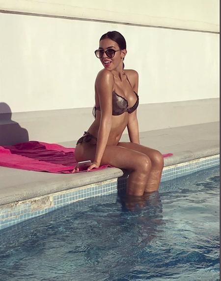 Bạn gái C.Ronaldo đã lấy lại thân hình sexy như hồi con gái