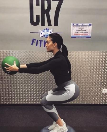 Georgina Rodriguez luôn rất chăm chỉ tập thể dục