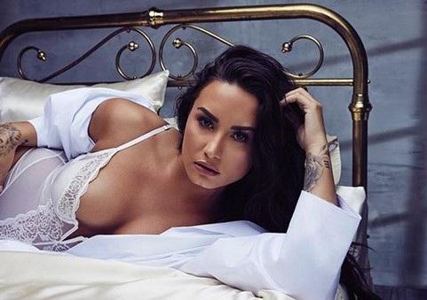 Năm 2013, Demi Lovato từng gây choáng khi tiết lộ với fans rằng cách đó 1 năm, cô nghiện cả rượu và ma túy