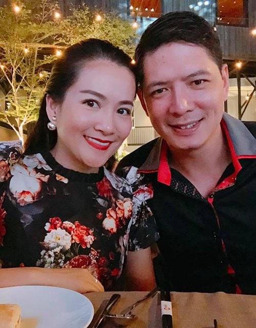 Diễn viên Bình Minh cùng vợ Anh Thơ đi ăn tối để hâm nóng tình yêu ngày cuối tuần