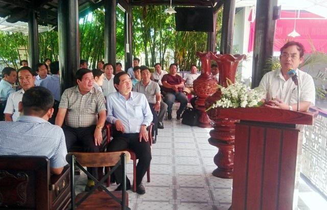 Chủ tịch UBND tỉnh Bạc Liêu phát biểu tại buổi gặp mặt các doanh nghiệp trong chương trình Cà phê doanh nhân.