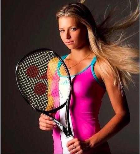 """Ngoài thành tích thi đấu nổi bật, Maria Kirilenko còn khiến nhiều người nhớ đến với vẻ ngoài xinh đẹp đậm chất """"búp bê Nga"""". Tay vợt này đã nhiều lần xuất hiện trên các tạp chí nổi tiếng và từng được coi là niềm tự hào nhan sắc của xứ sở bạch dương."""