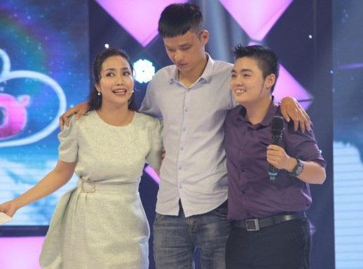 Cô giáo dạy Yaga Phượng Yến và Nguyễn Tài Nam trên sân khấu.