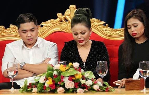 Chương trình Sau ánh hào quang tập 10 phát sóng ngày 4/12/2017 với chia sẻ của Lê Giang về gia đình có sự tham gia của con trai Duy Phước và con gái Lê Lộc