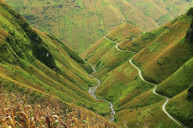 Đèo Mã Pí Lèng nổi tiếng với cảnh đẹp hùng vĩ. Nguồn ảnh: DutchTa (Flickr)