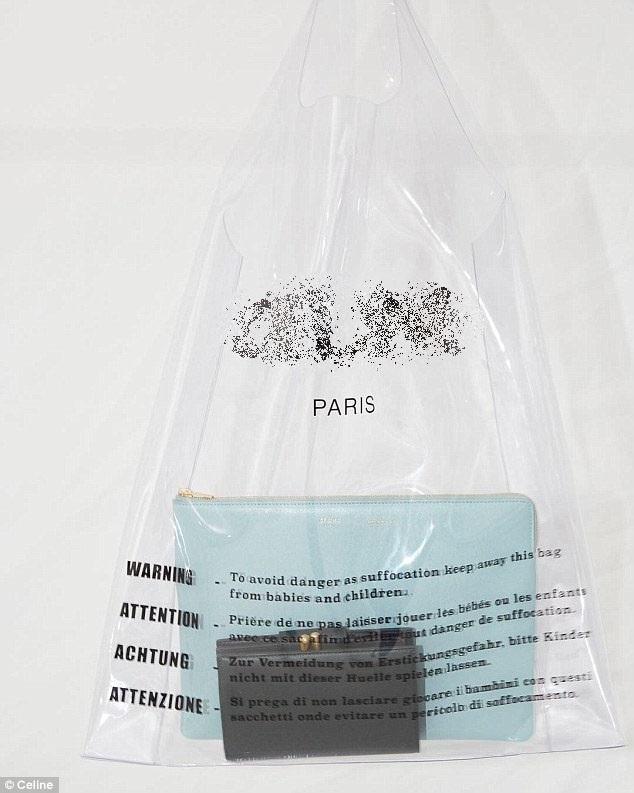 Mẫu túi nhựa trong suốt này lần đầu xuất hiện trong show diễn thời trang xuân/hè 2018 của nhà mốt vừa diễn ra tại Paris.