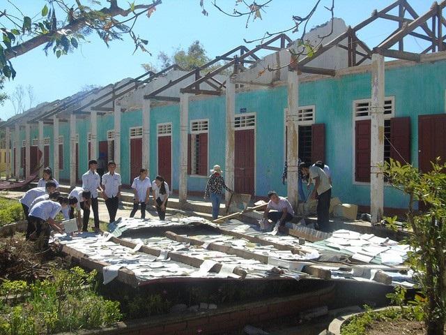 Khung cảnh tan hoang tại Trường THCS Quảng Châu sao cơn bão số 10 cuối năm 2017