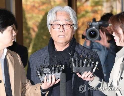 Đạo diễn kỳ cựu Lee Youn Taek bị tố cáo xâm hại tình dục hơn 12 phụ nữ tại Hàn Quốc.