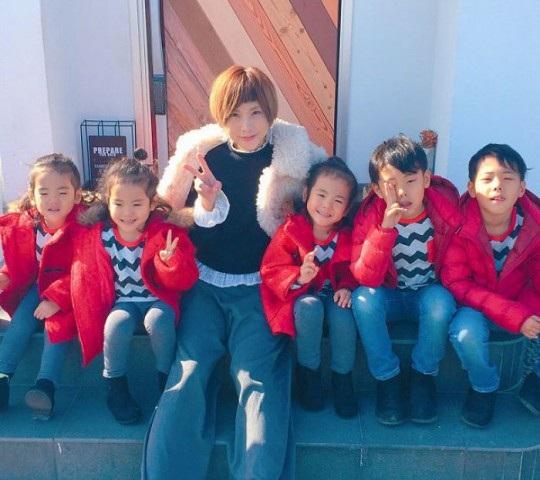 Bộ ảnh dễ thương của bà mẹ 5 con hot nhất Nhật Bản - 24