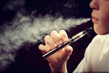 Thanh thiếu niên không nên sử dụng thuốc lá điện tử - 1