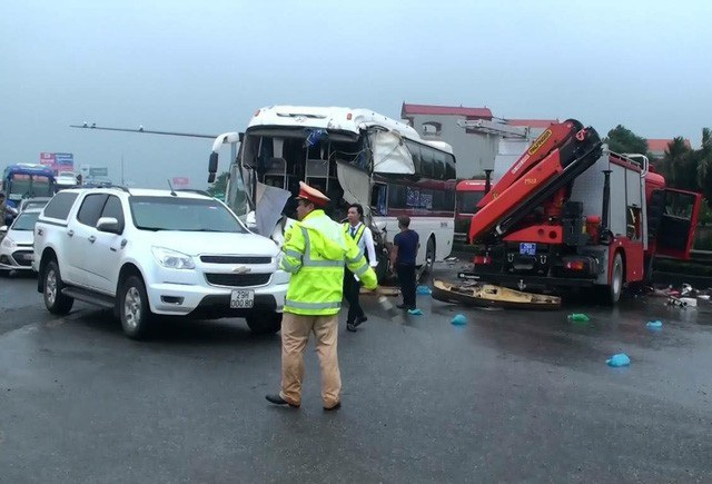 Nhiều người cho rằng vụ TNGT có lỗi của cả 2 phương tiện, dù xe cứu hỏa là xe ưu tiên