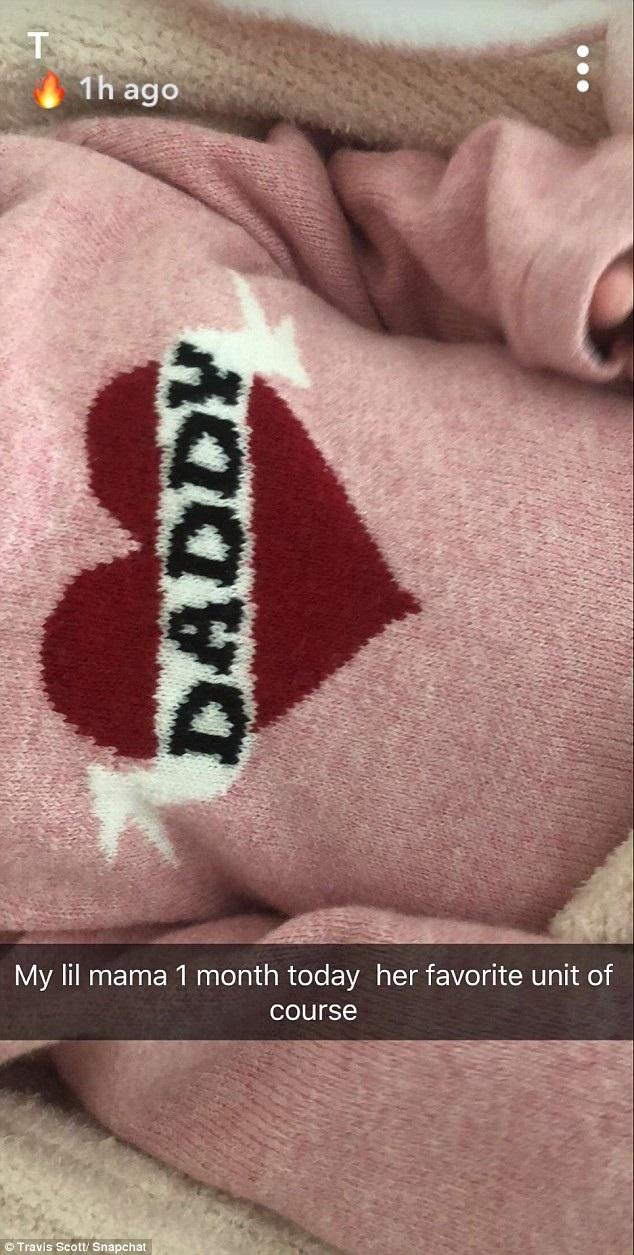 Bạn trai Kylie Travis Scott cũng hào hứng chúc mừng con gái 1 tháng tuổi
