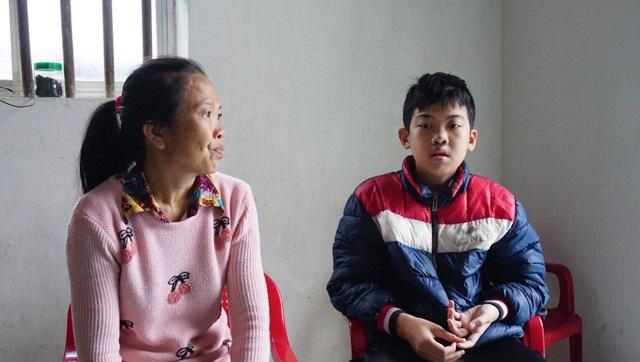 Chị Xanh xin lùi thời gian phẫu thuật cho con đến tháng 5 nhưng từ giờ đến lúc đó, chị cũng khó mà góp đủ tiền mà chi trả cho đợt phẫu lần thứ 4 này