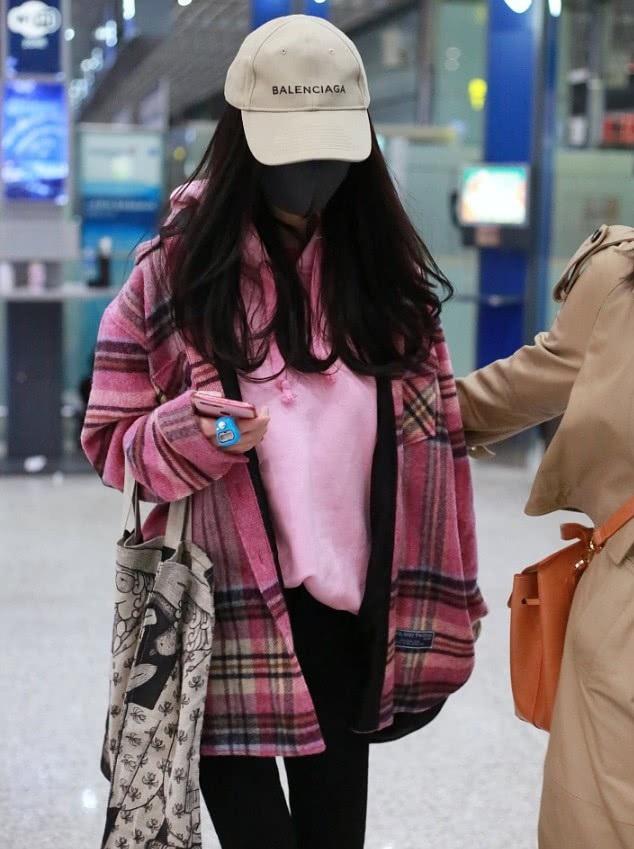 Dương Mịch bị bắt gặp gà gật tại sân bay - 6