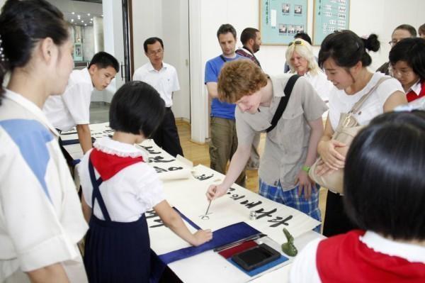Khách quốc tế tham gia một buổi học cùng học sinh Triều Tiên