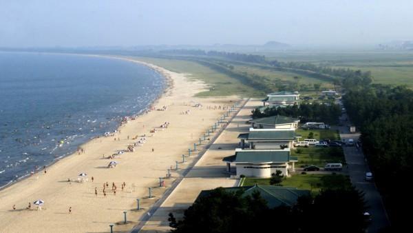 Một bãi biển đẹp và còn nguyên sơ ở Triều Tiên nhìn từ trên cao