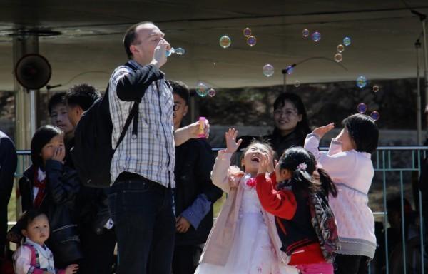 Xem người dân Triều Tiên tận hưởng cuộc sống ăn chơi tại các điểm du lịch - 8