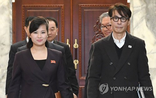 Trưởng đoàn đàm phán Hàn Quốc Yoon Sang và người đồng cấp Triều Tiên Hyon Song-wol (trái) (Ảnh: Yonhap)