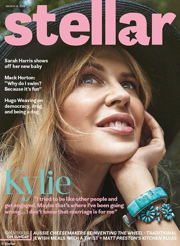 Kylie Minogue rạng ngời trên tạp chí Stellar, số tháng 3/2018.