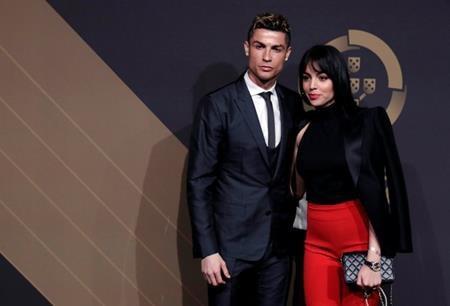 C.Ronaldo vừa sánh đôi xuất hiện cùng cô người yêu xinh đẹp