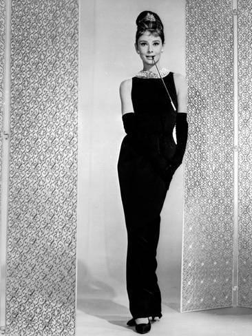 Bộ váy đen Givenchy thiết kế cho Audrey Hepburn trong phim Breakfast at Tiffanys (1961) và bán đấu giá được giá gần 1 triệu USD năm 2006.